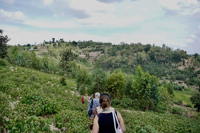 IHRP and IMPACT team in the Rwandan countryside