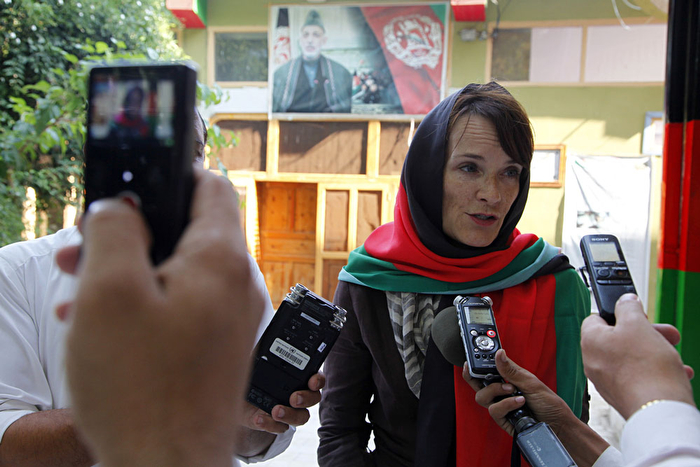Georgette Gagnon in a media scrum with local journalists in Kunar, Afghanistan. Photography by Fardin Waezi/United Nations Assistance Mission in Afghanistan.
